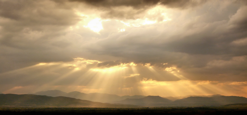 sunbeams-through-clouds